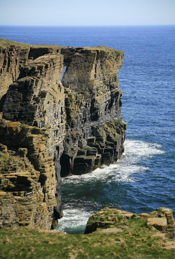 Nabrzeżny łuk blisko Wick, Caithness, Szkocja, UK obrazy royalty free