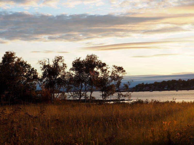 Nabrzeżny Maine zmierzch z jesień kolorami zdjęcia royalty free
