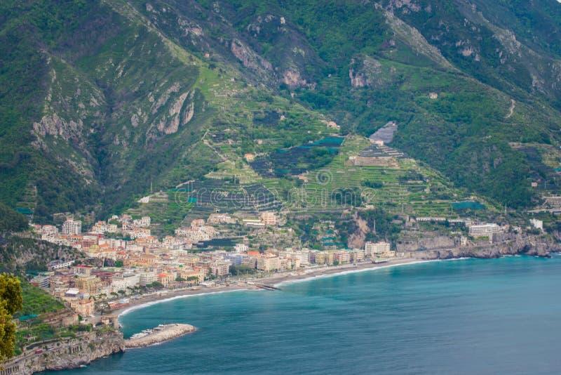 Nabrzeżny widok widzieć od tarasu nieskończoności lub Terrazza dell «Infinito, willa Cimbrone, Ravello wioska, Amalfi Włochy wybr fotografia stock