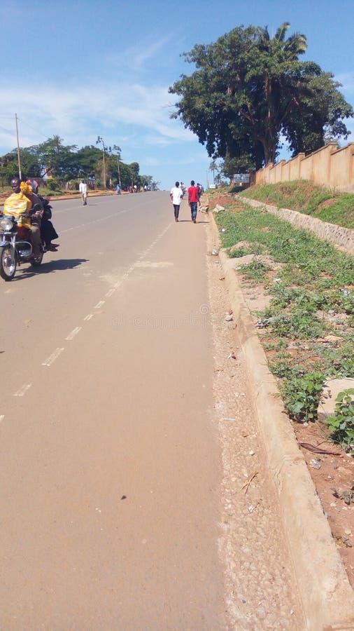 Nabyonga droga w Mbale miasteczku w Wschodnim Uganda, Afryka zdjęcia royalty free