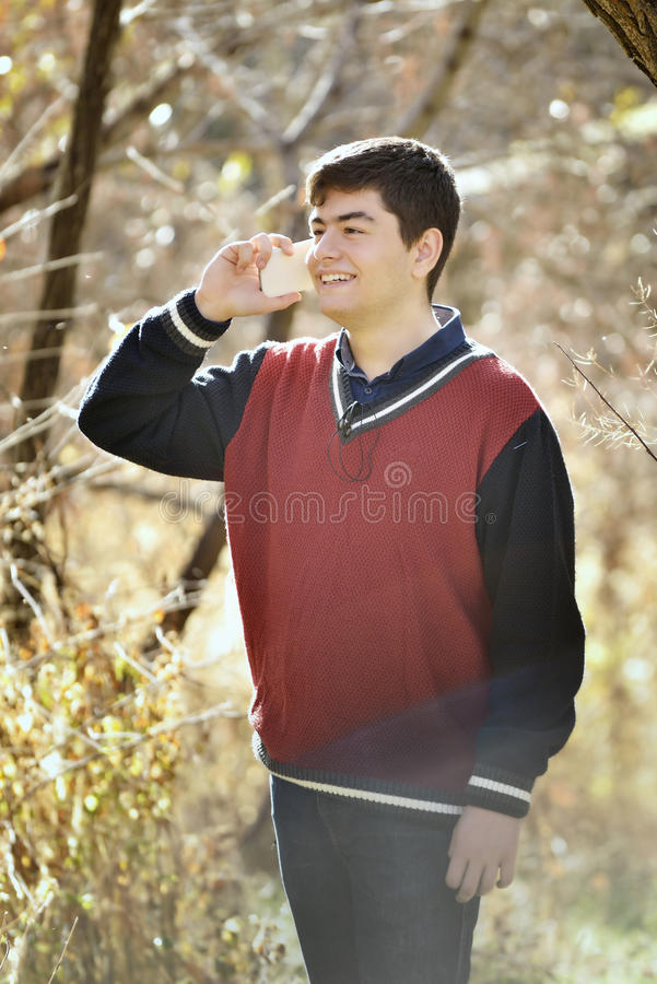 Nach der Ausbildung lächelnder Mann machen eine Pause lizenzfreie stockbilder