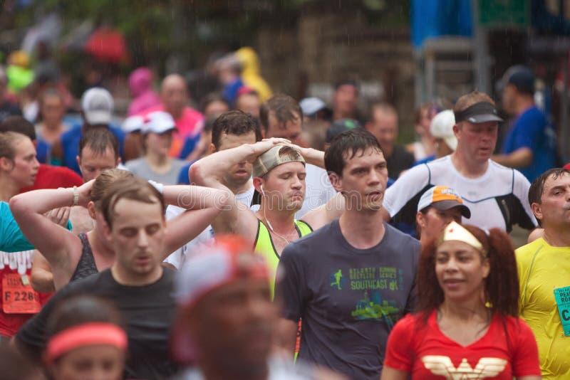 Nach der Fertigung von Straßenrennen Atlantas gedrehte Läufer stellen, Peachtree wieder her lizenzfreies stockbild