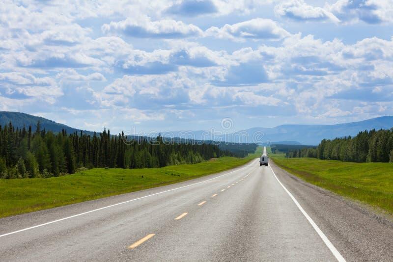 Nach Süden gehend Alcan Fort Nelson BC Kanada RV lizenzfreie stockfotografie
