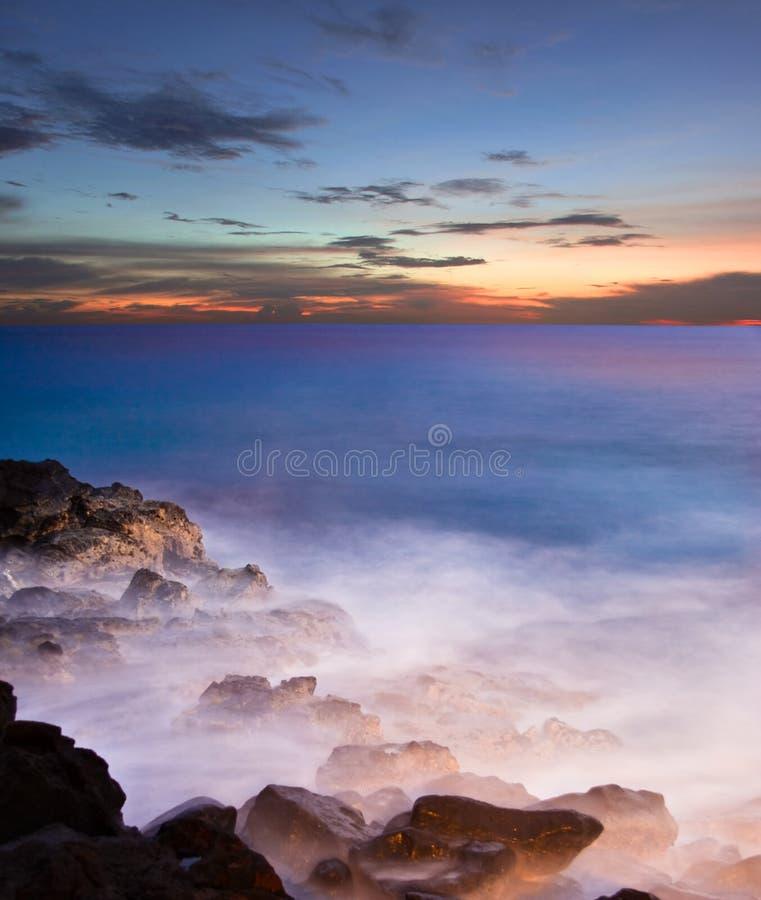 Nach tropischem Sonnenuntergang stockbild