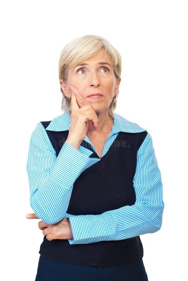Nachdenkliche ältere Geschäftsfrau lizenzfreie stockfotografie