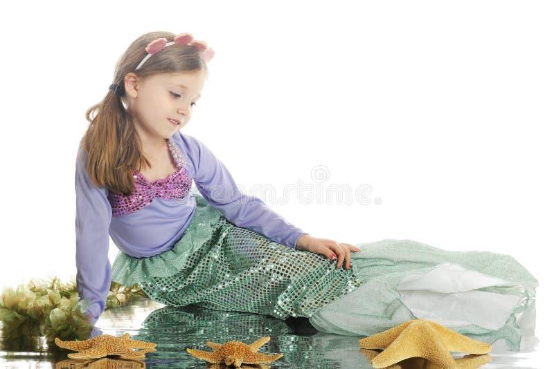 Nachdenkliche Meerjungfrau lizenzfreies stockbild