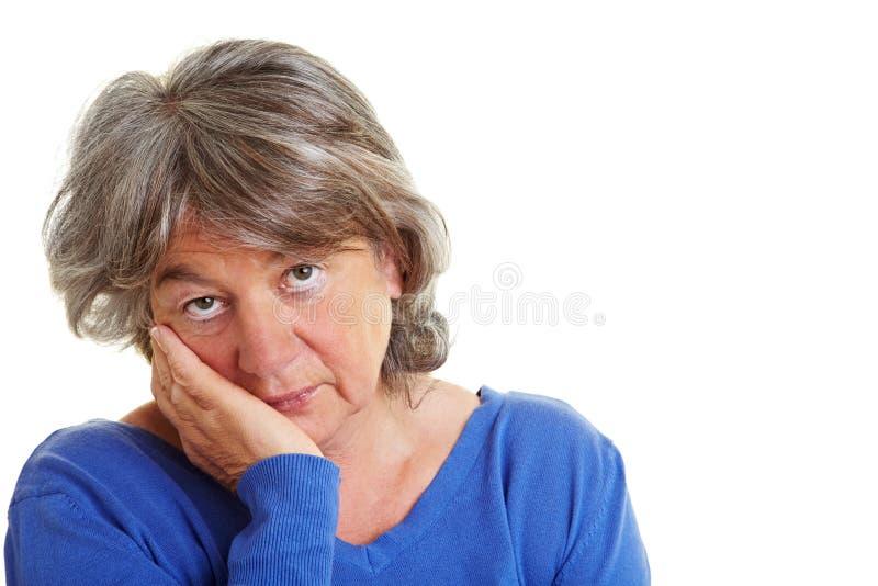 Nachdenklicher Pensionär stockbilder