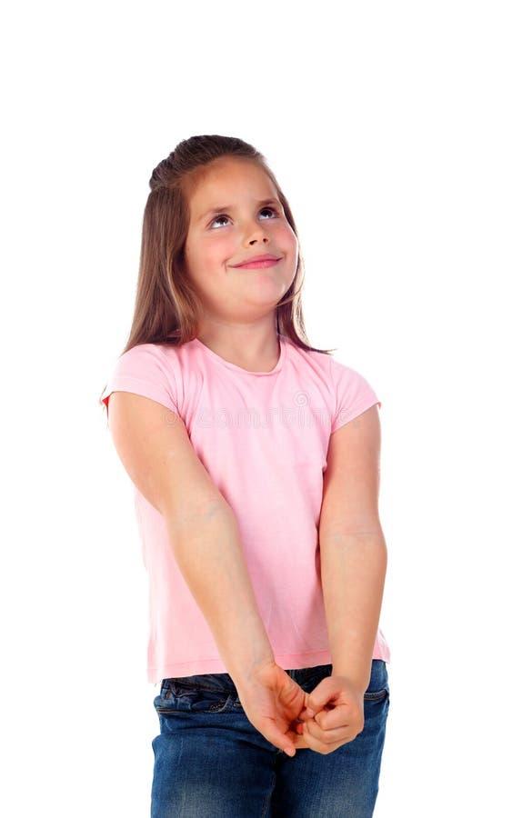 Nachdenkliches kleines Mädchen, das etwas sich vorstellt stockfotografie