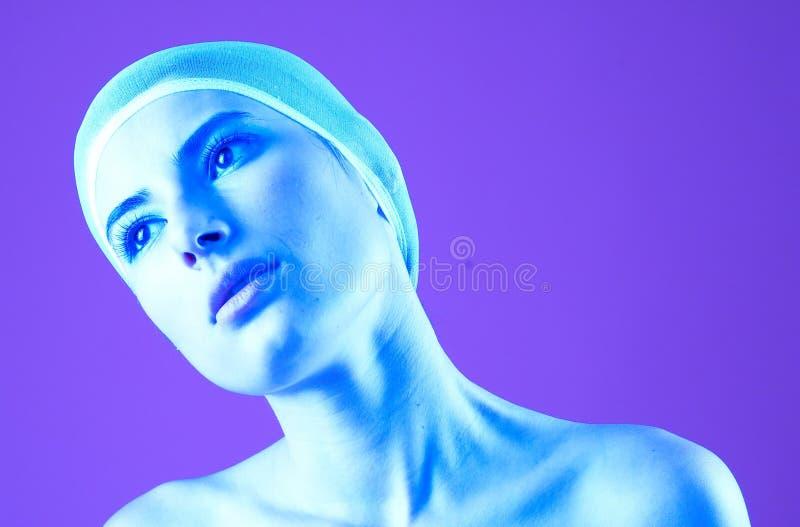 Nachdenkliches purpurrotes Portrait lizenzfreie stockbilder