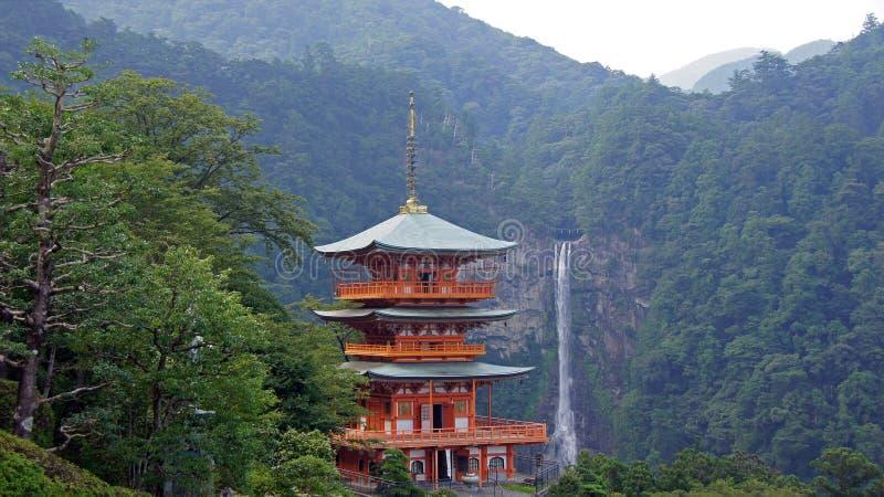 Nachi spada pagoda w Japonia fotografia royalty free