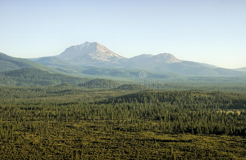 Nachmittag Berg-Lassens im Juli stockfoto