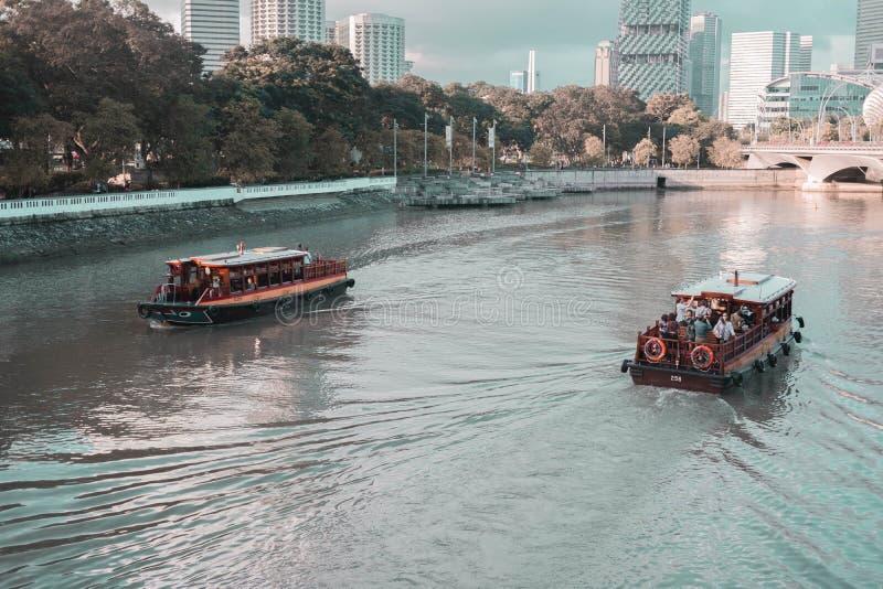 Nachmittags-Boote reiten stockbild