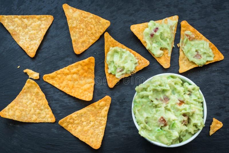 Nacho con guacamole messicano fresco immagini stock libere da diritti
