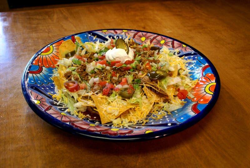 Nacho del manzo in piatto messicano festivo immagine stock