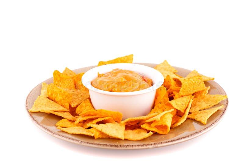 Nachos et sauce au fromage photographie stock