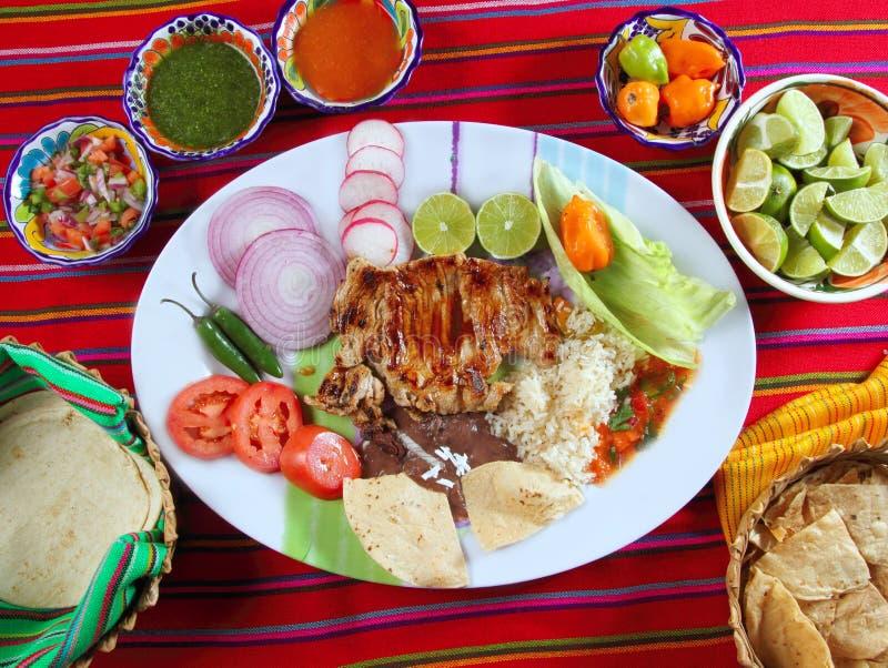 Nachos messicani della salsa di peperoncino rosso di stile delle nervature di manzo immagine stock