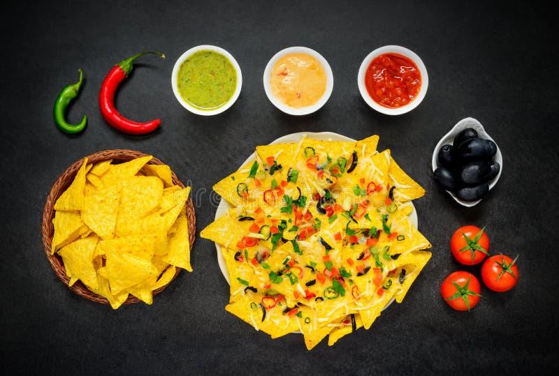Nachos Tortilla с погружением и паприкой стоковые фотографии rf