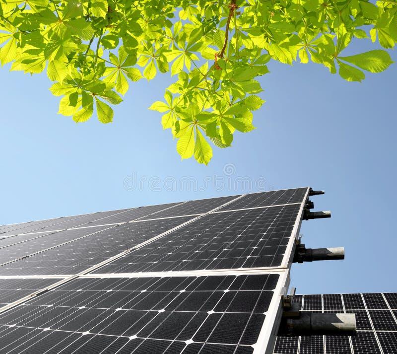 Nachricht der Sonnenenergie panels stockbilder