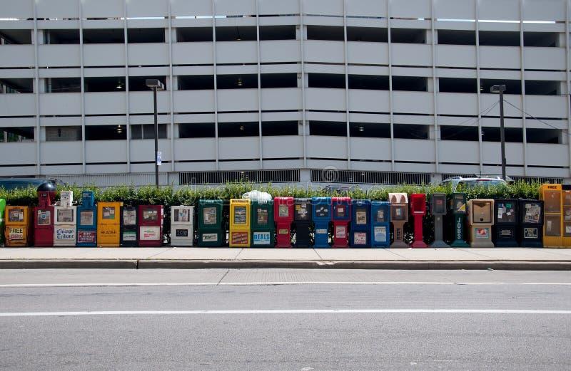 Nachrichten mashines in der Straße von Chicago, USA stockfotografie