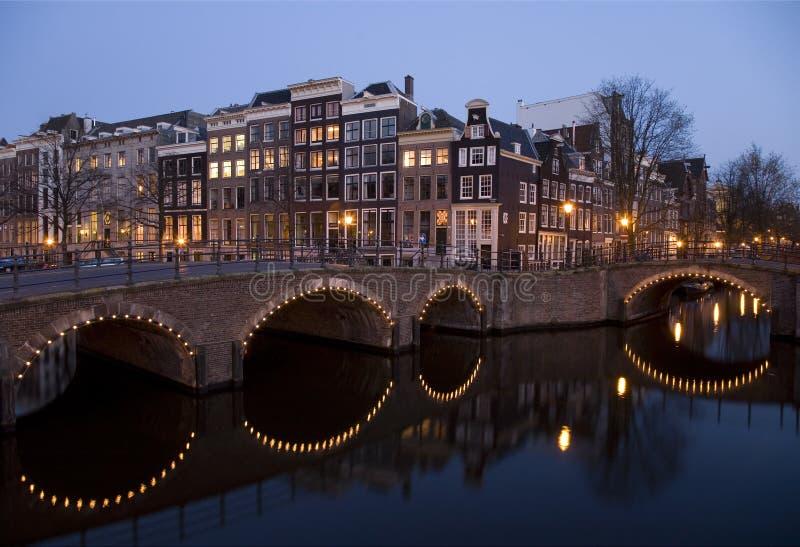 Nacht 8 van Amsterdam stock fotografie