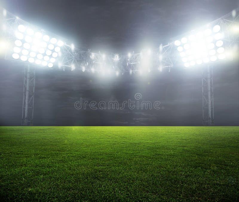 Nacht-aangestoken stadion stock afbeeldingen