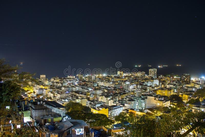 Nacht auf dem Hügel von cantagalo lizenzfreie stockfotografie
