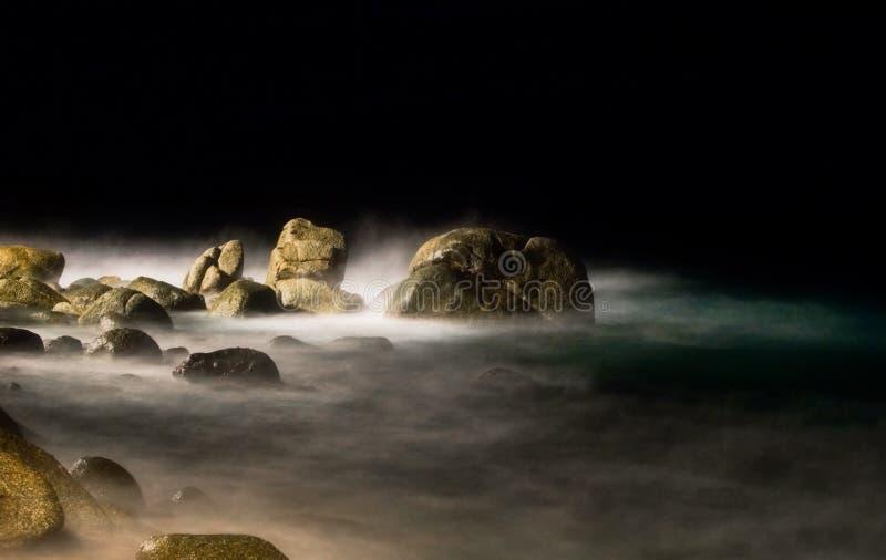 Nacht auf dem Strand lizenzfreie stockfotos
