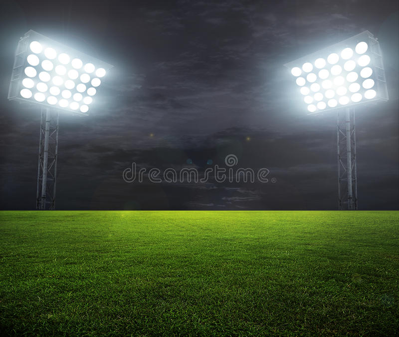 Nacht-beleuchtetes Stadion lizenzfreies stockbild