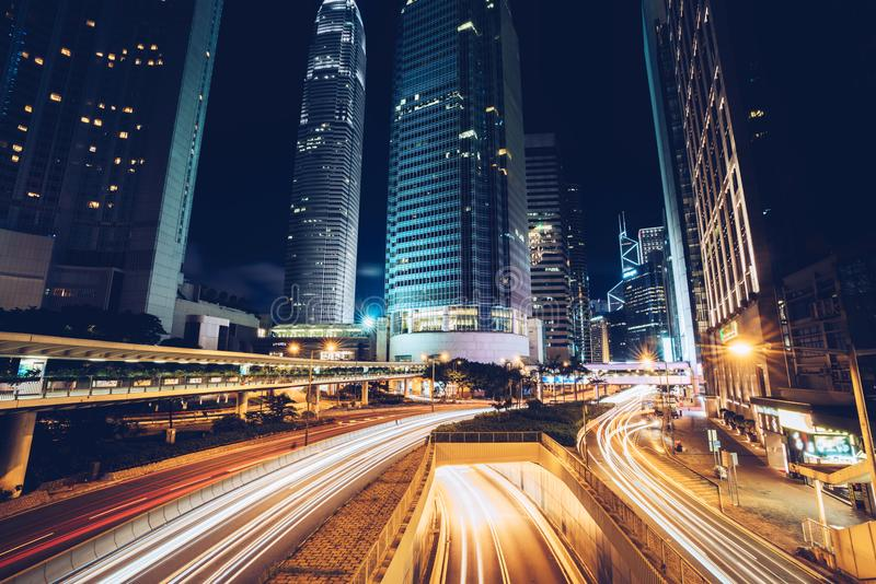 Nacht bezig verkeer in stad de van de binnenstad van Hong Kong azië royalty-vrije stock afbeelding