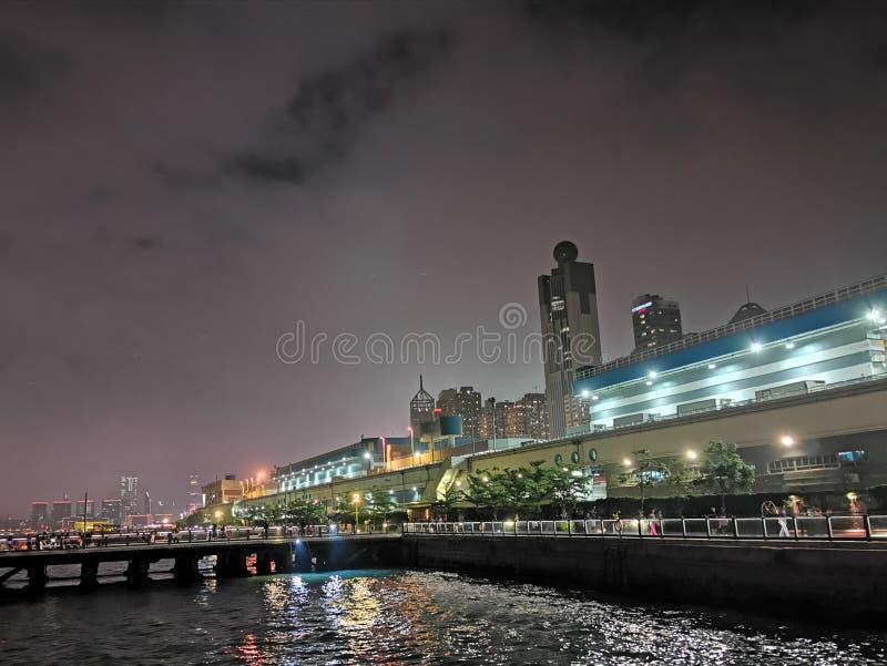 Nacht bij de stad Hongkong royalty-vrije stock foto's