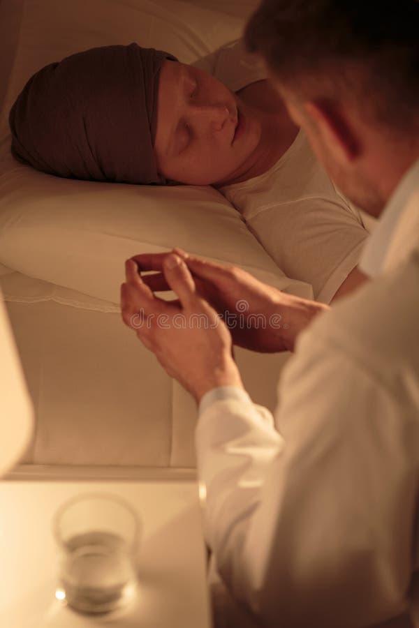 Nacht bij het ziekenhuis royalty-vrije stock foto's