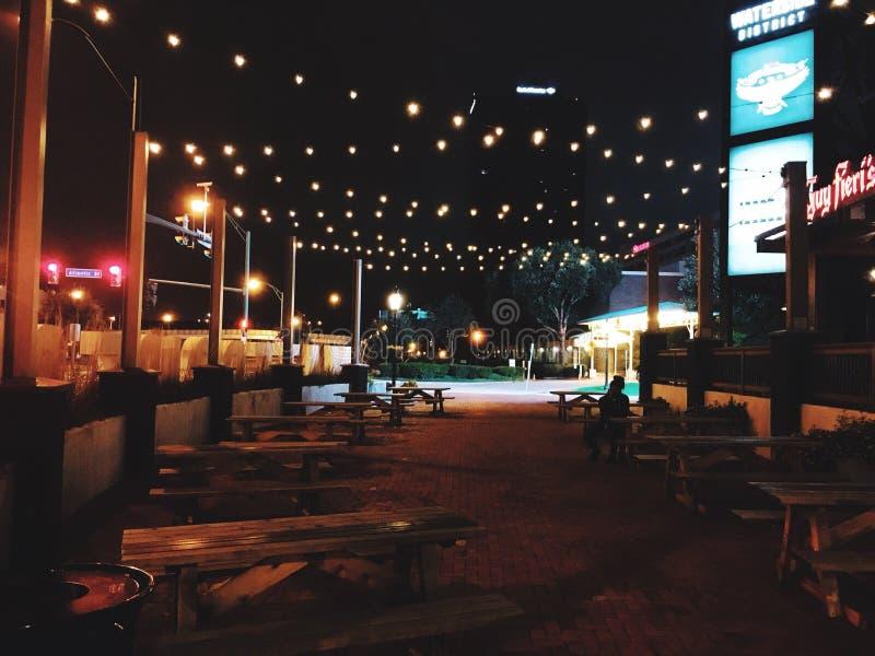 Nacht bij Waterkant stock foto