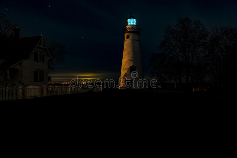 Nacht/Dämmerung an Marblehead-Leuchtturm - der Eriesee - Ohio lizenzfreie stockfotografie