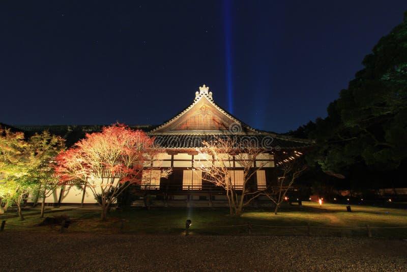 Nacht in de herfst bij shoren-in Tempel stock fotografie