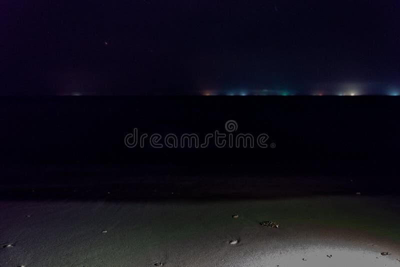 Nacht in de Maldiven zonder palmen stock foto