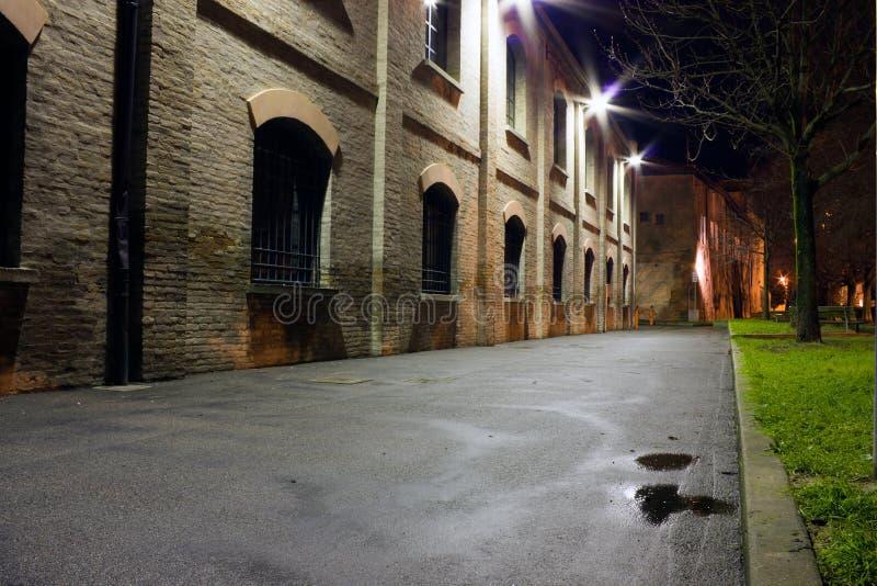Nacht in de oude stad stock afbeelding