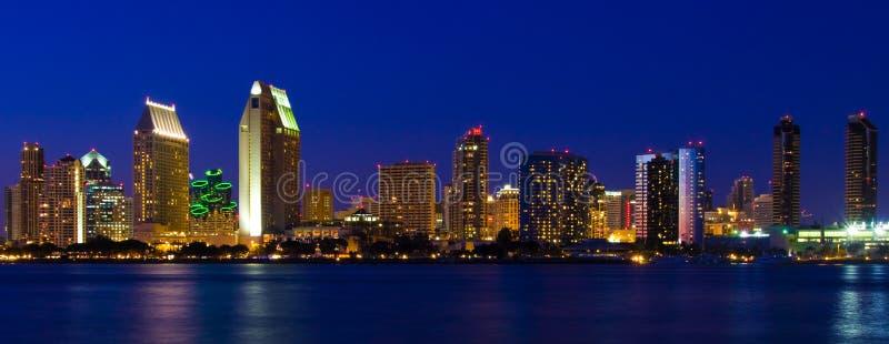 Nacht de Van de binnenstad van de Schemer van de Baai van Coronado van de Haven van San Diego stock afbeelding