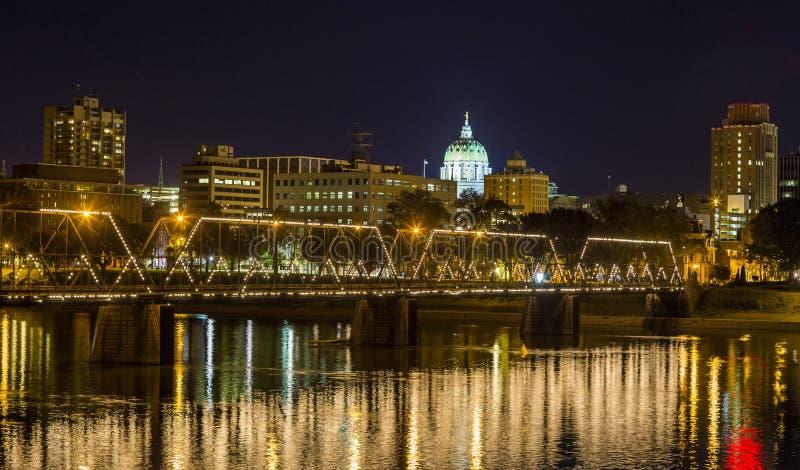 Nacht de Van de binnenstad van Harrisburg stock afbeelding