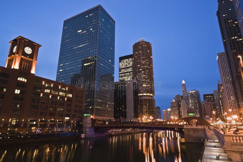 Nacht door de Rivier van Chicago royalty-vrije stock foto