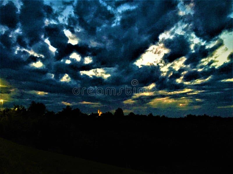 Nacht, duisternis, wolken en horizon royalty-vrije stock afbeelding