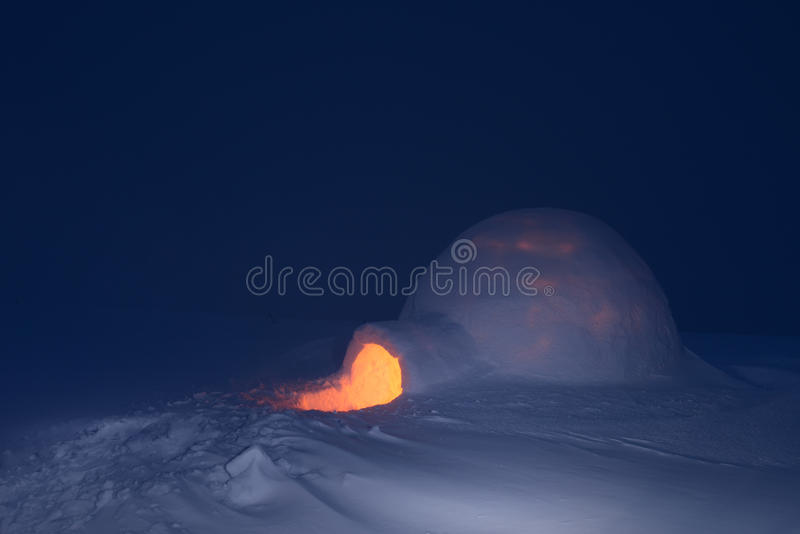 Nacht en sneeuwiglo royalty-vrije stock foto