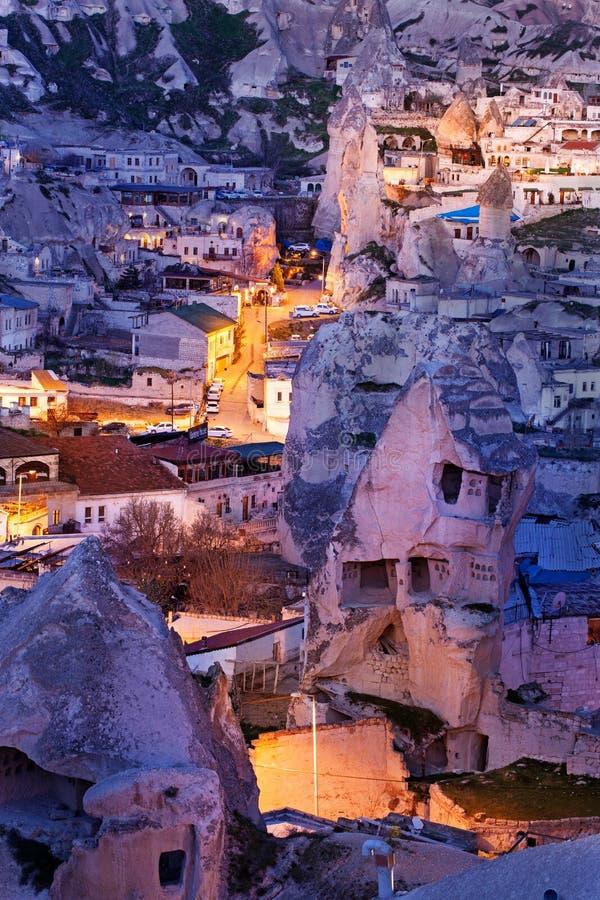 Nacht-Goreme-Stadt, die Türkei stockfotos