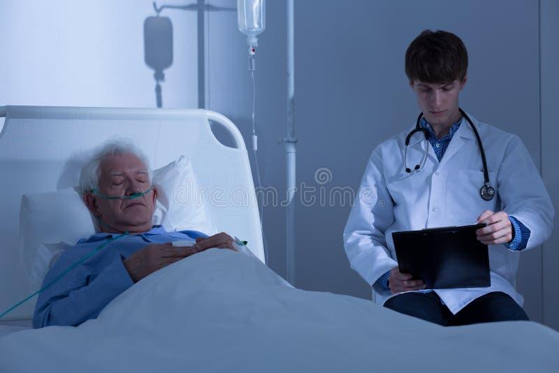 Nacht in het ziekenhuis royalty-vrije stock fotografie