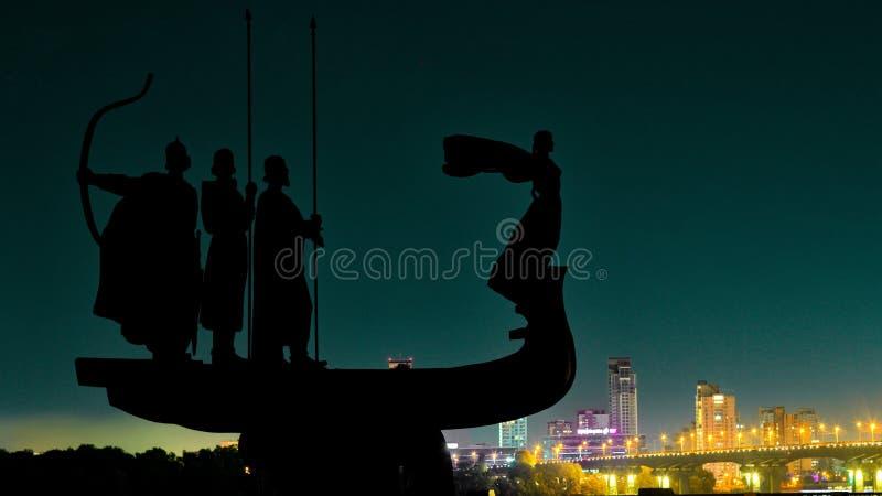 Nacht Kiew auf der Ufergegend lizenzfreies stockfoto