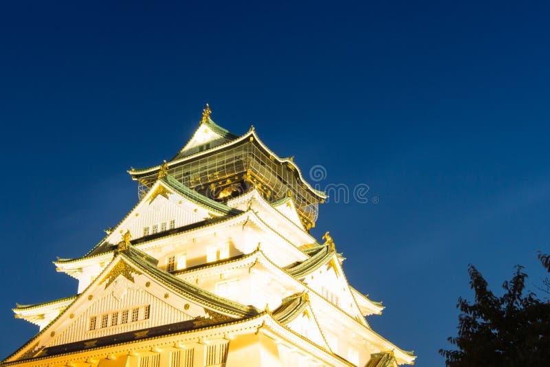 Nacht met het kasteel van Osaka stock fotografie