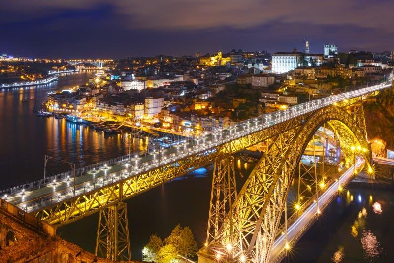 Nacht Oude stad en Douro-rivier in Porto, Portugal royalty-vrije stock fotografie