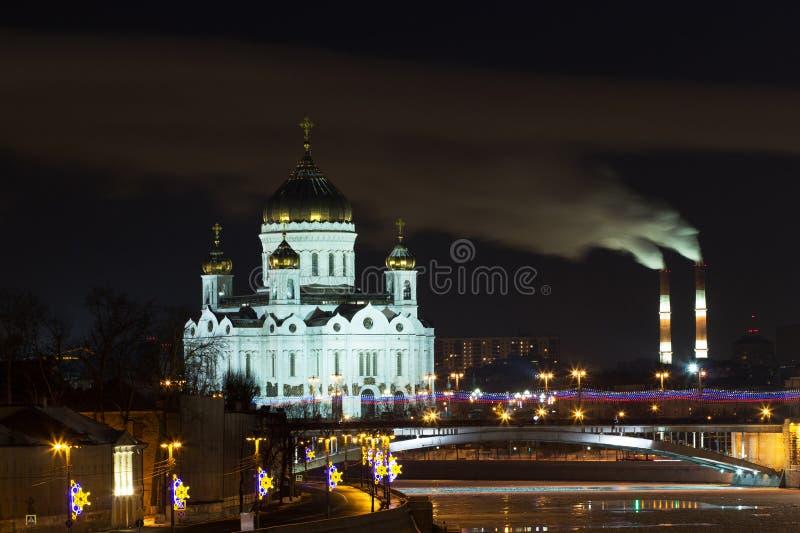 Nacht over de rivier van Moskou, Orthodoxe kerk van Christus de Verlosser, M royalty-vrije stock afbeelding