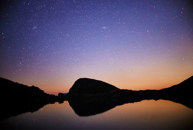 Nacht over de waaier Arkhyz, Rusland, de Kaukasus van de bergvallei F royalty-vrije stock afbeelding