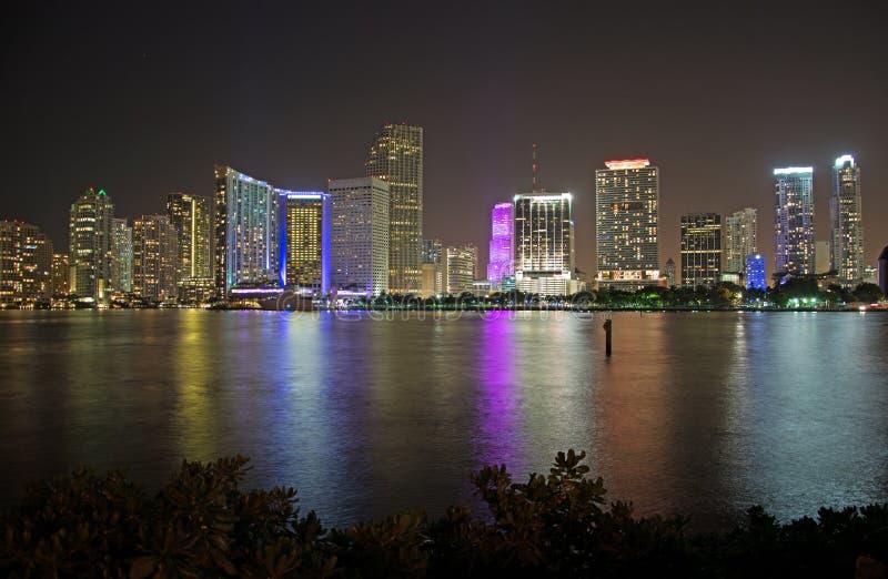 Nacht over Miami, Florida, de V.S. stock afbeelding