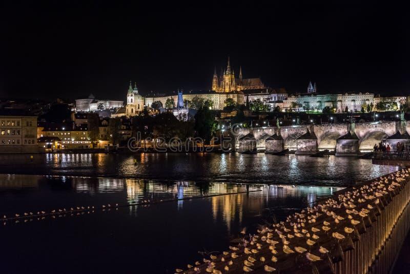 Nacht Prag stockfoto